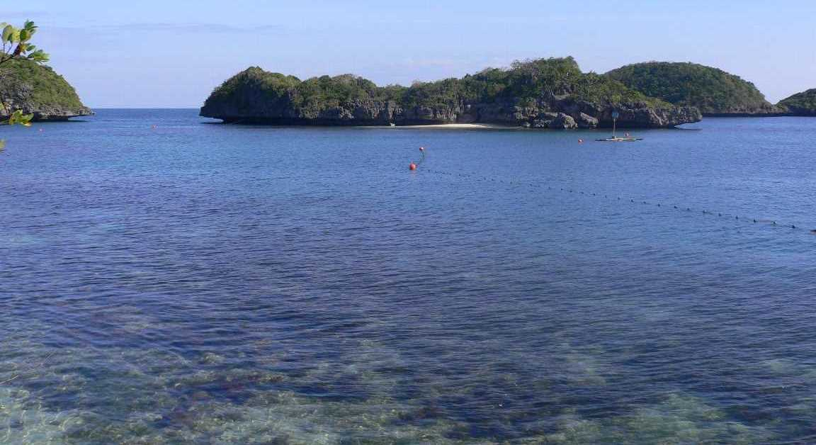 Absolutely crystal-clear water at 100 Islands