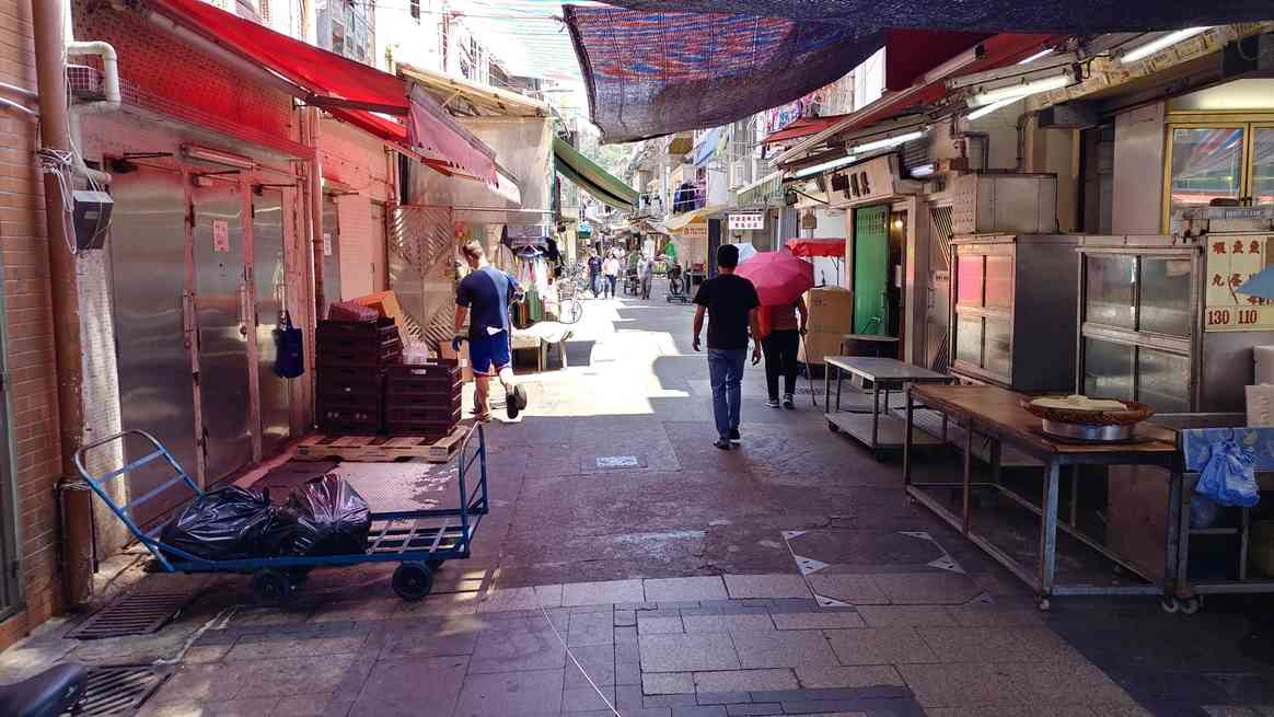 Narrow lanes with traders' stalls